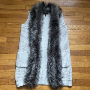 💃Jessica Simpson knitted vest with faux fur trim